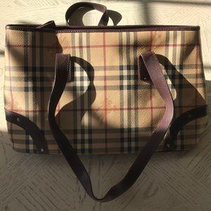 Burberry medium tote bag leather